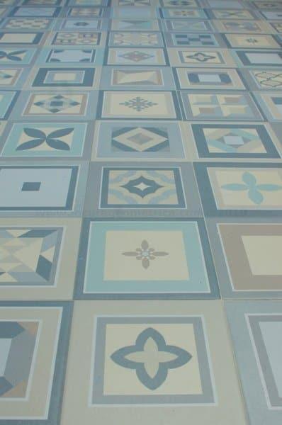 Suelo hidráulico geométrico azul