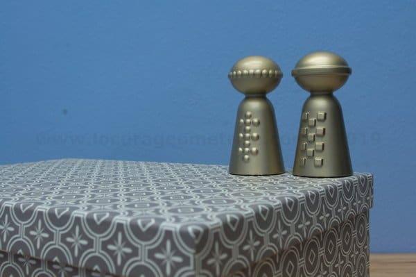 Pisapapeles en caja de estilo geométrico