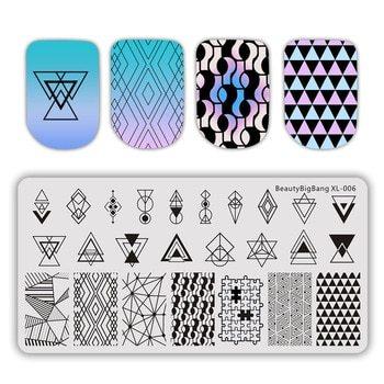 Placas de estampación de uñas con diseños geométricos azules