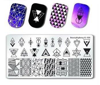 Placas de estampación de uñas con diseños geométricos violetas