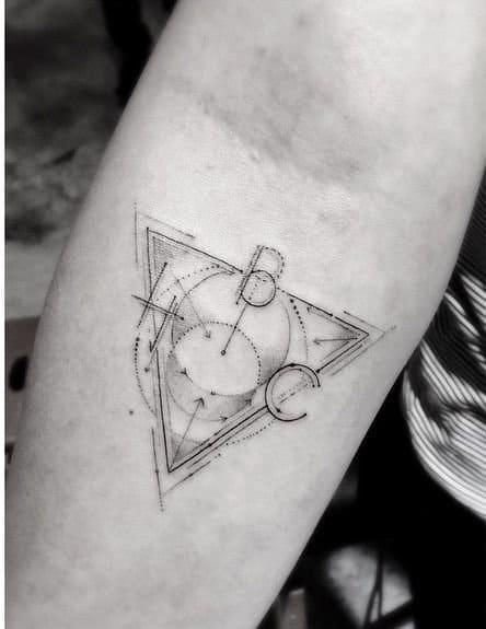 tatuaje de antebrazo La cuadratura del círculo: la Piedra Filosofal