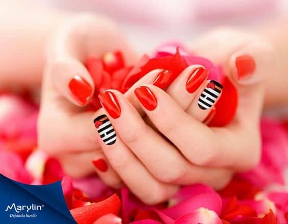 Color rojo con linea en blanco y negro con corazón rojo